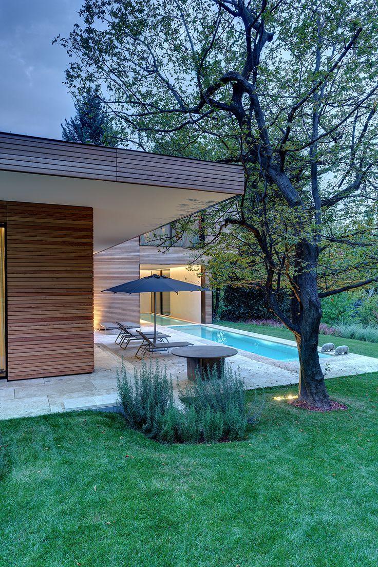 Oltre 25 fantastiche idee su design esterno di casa su - Giardini case moderne ...