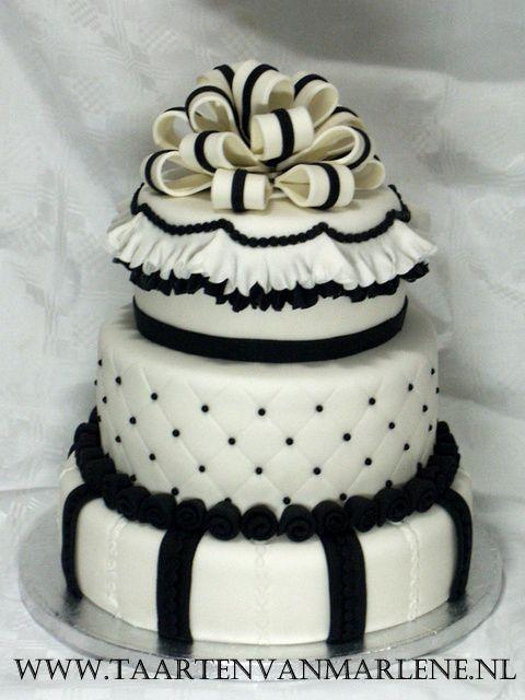 Stapel taart voor mijn PME certificaat. Elke laag anders gevuld met onder andere  aardbeien, kersen en advocaat