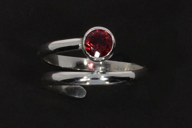 Moonlanding ring with garnet - Ina Gravem Johansen Design
