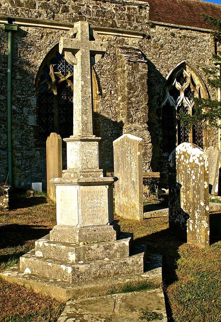 Mooie oude grafstenen op een Begraafplaats in Graafschap Kent in Engeland