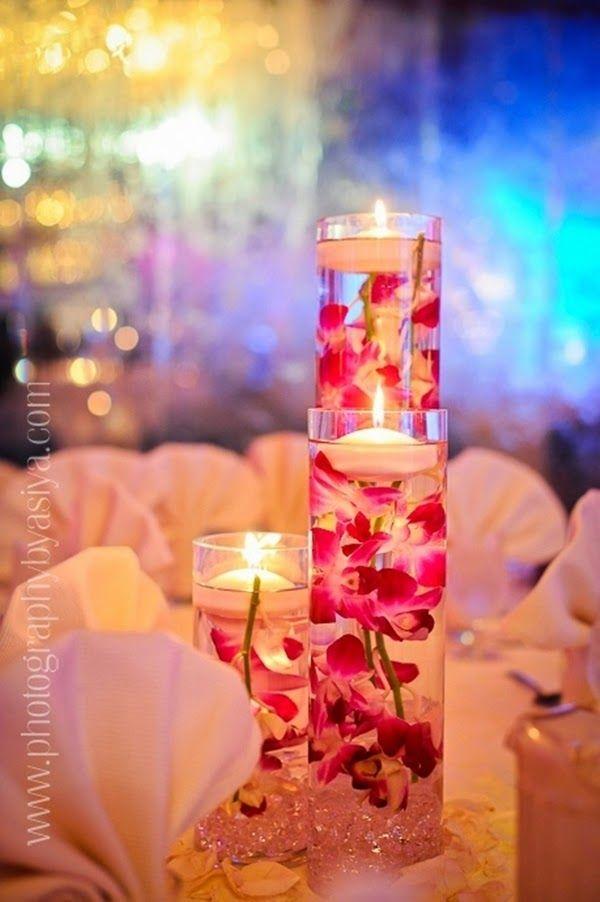 Se você gostaria de ter uma decoração com arranjos diferentes e lindos, que tal optar pelos arranjos com flores submersas?Super em alta, eles dão um charme todo especial à sua festa, encantando tod...