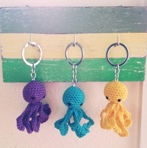 Crochet Octopus Keychain ♡ Teresa Restegui http://www.pinterest.com/teretegui/ ♡