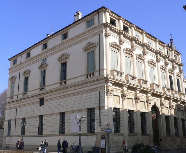 Vicenza -  Palazzo Thiene (1600) by Luigi Strano, via Flickr #InvasioniDigitali il 25 aprile alle ore 11.00 Invasore: Castellothiene