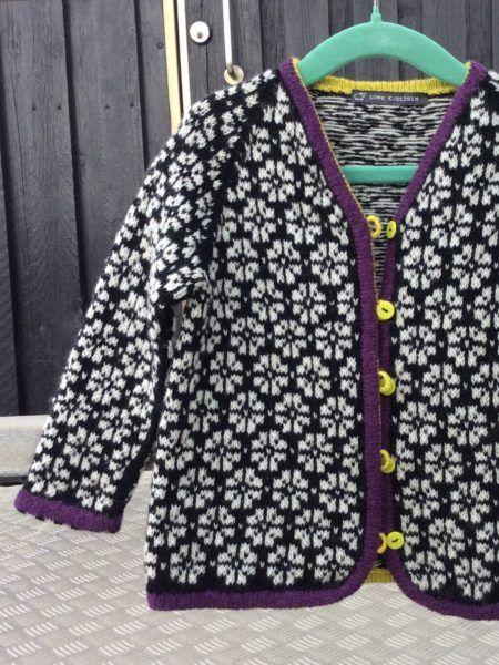TIL BABY & BØRN | Cardigan med blomstermønster | Hyggestrik