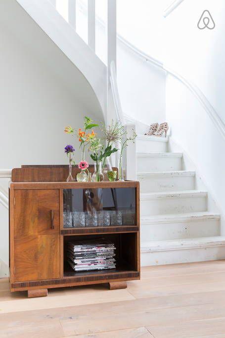 Dai un'occhiata a questo fantastico annuncio su Airbnb: 135 m2 newly renovated apartment - Appartamenti in affitto a Amsterdam