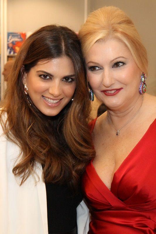 Η Σταματίνα Τσιμτσιλή μαζί με τη Νίνα Ψυχογιού.