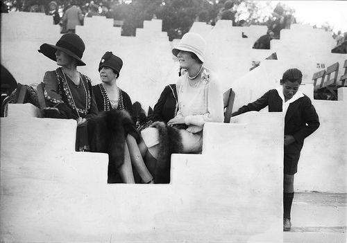 Concurso hípico, Lisboa, 1927  Espectadores. Fotógrafo: Mário Novais, 1899-1967. Data de produção da fotografia original: 1927.