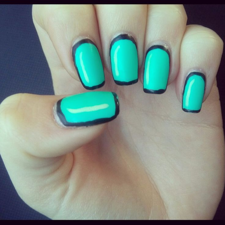 turqoise nails with whithe accent and black contour