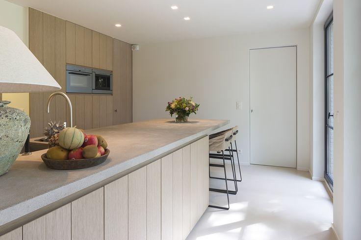 Fotografie inrichting keuken en slaapzone in gerenoveerde woning. © foto's…