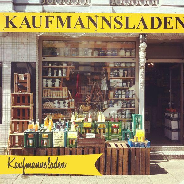 """Für alle, die bereits am Freitag nach Hamburg kommen oder am Montag noch ein paar Stündchen in unserer """"schönsten Stadt der Welt"""" verbringen wollen, haben wir hier einige schöne Cafés und Läden zusammen gestellt! Tipps für Bus, U- und S-Bahn..."""