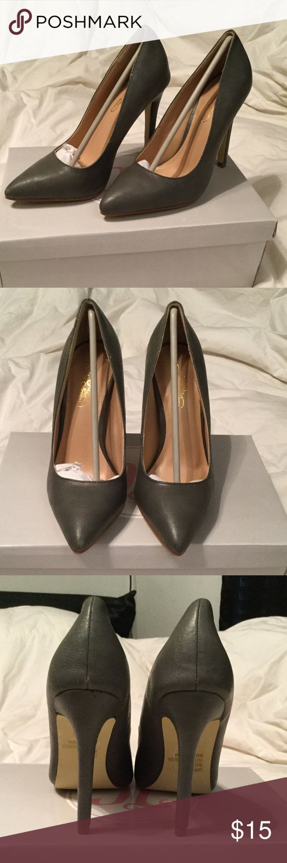 Grey pumps NWOT Still in box, Musty grey pumps  WOMEN SIZE: 6 Shoes Heels