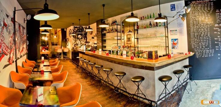 Lille: Bellerose Dinner's Bar  8 Rue Royale. burgers et main courses, prix très corrects, souvent plein.