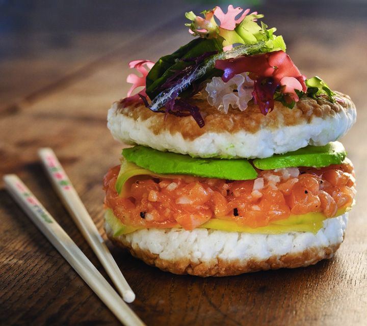 """Sushi Burger"" Food Trend Is Now the Hottest Hybrid of Two Foodie Favorites - My Modern Met"