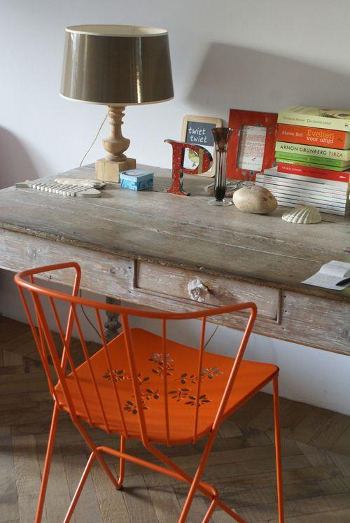 Bureau avec #fauteuil #Fermob #Flower #couleur #Carotte www.fermob.com / #orange