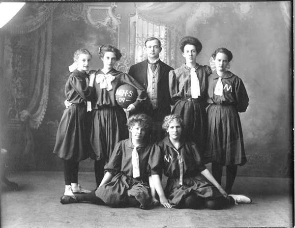 early women in basketball Get ncaa di women's college basketball rankings: associated press, usa today coaches, and ncaa women's basketball rpi polls.