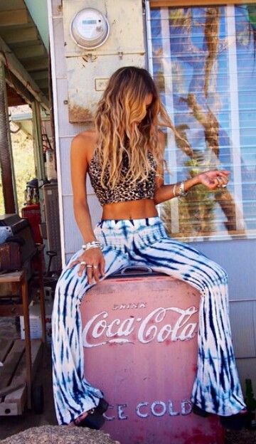 How amazingly cool does this boho chick look? Oh to be able to pull off this look