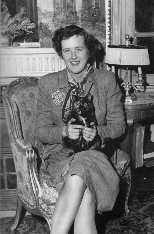 Julia Child in Paris in 1950, with her cat. The gauche upmarket American lady who taught America how to cook a la Francaise.