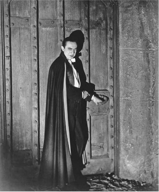Bela Lugosi - Dracula (1931). Note Lugosi's cigar on the bolt at left.