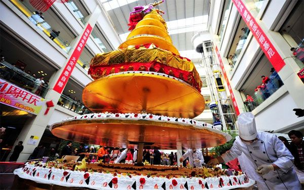 Biggest Cake Images : World s Biggest Cake World s Tallest Cake Unveiled in ...