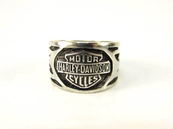 Vintage Mens Heavy Sterling Motor Harley Davidson Cycles Flames Ring - Sterling Silver Harley Davidson Bikers Ring Size 11- Very nice bikers ring that can be worn by male or female. Very attractive design. Measures 16mm wide and in excellent condition. Great Gift for Him!  INTERNATIONAL BUYERS PLEASE CONVO COUNTRY AND CODE PRIOR TO CHECKOUT FOR THE SHIPPING COST TO BE ADDED TO THE LISTING!  ***I am not a jeweler but I have 15+ years experience with Vintage & Modern Fine Jewelry. In order ...