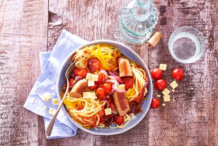 Waarom alleen gewone spaghetti eten als je de sliertjes ook kunt mengen met pompoenspaghetti? - Recept - Allerhande