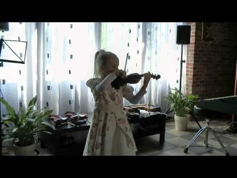 Third violin performance […] playing Beethoven (Symphony Nr.9 Opus 125); She started lessons at the age of 3 on a 1/16 size violin. Her favorites are now Paganini, Amaranthe, Nightwish and Epica. See more of this young violinist #from_DariyaRocks