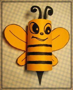Albinuţa din tub de hartie igienica