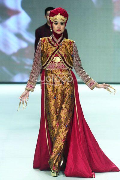 Dian Pelangi 'Royal Kingdom of Indonesia', Revealing Innocence, Indonesia Fashion Week 2014, at Jakarta Convention Center, Senayan, Jakarta. (Foto by Mohammad Abduh/Wolipop) #hijab #indonesia