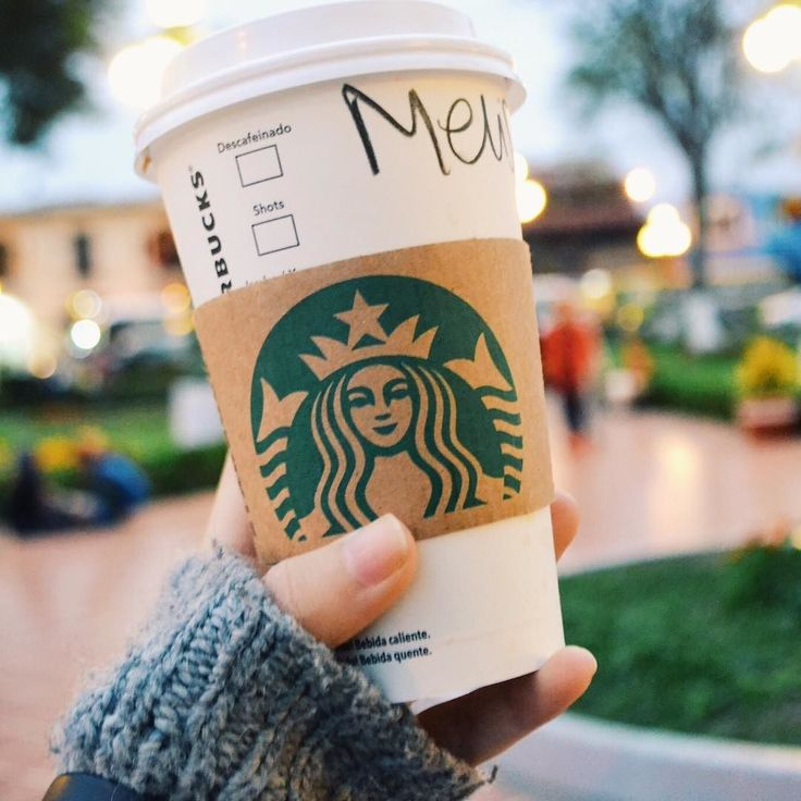 The volume of my phone was  so high this morning it literally made me jump out of my bed totally scared. Not the best way to wake up. But at least I didn't hit snooze today  How are mornings for you? Hard or you love waking up early? #notamorningperson #starbucksmood