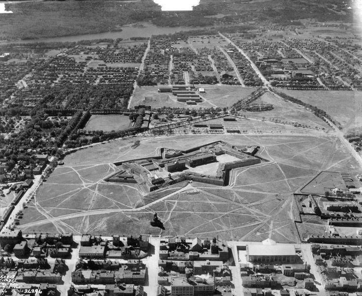 Vue aérienne de la citadelle d'Halifax, 1926  Source…