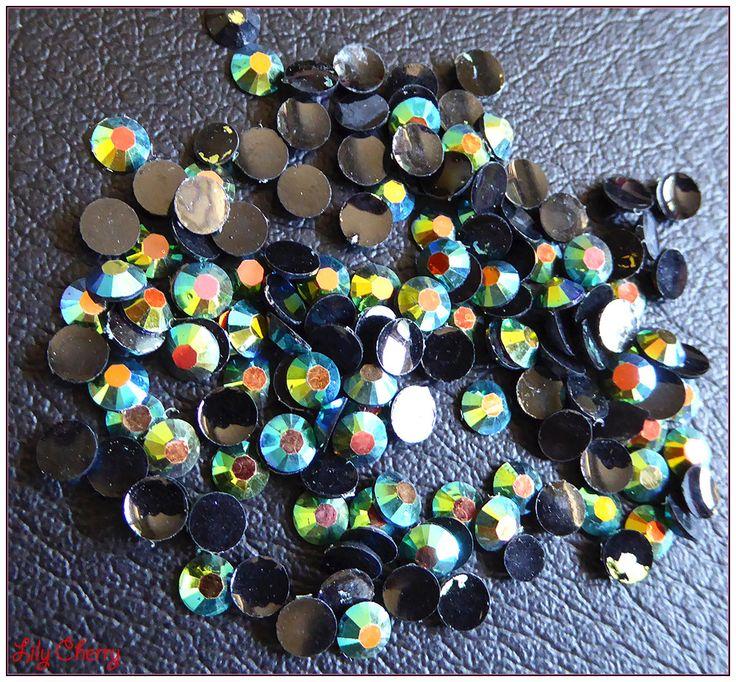 Strass vert reflet multicolore bulle effet x10 : Cabochons, demi-perles par lilycherry