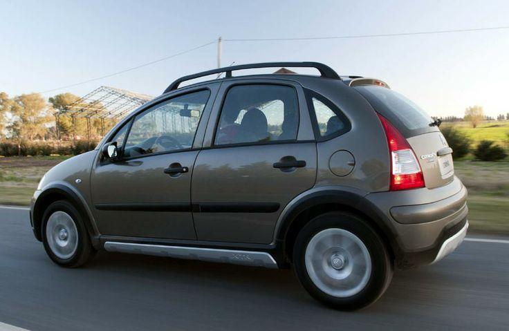 Citroën C3 XTR 2004-2008 (Passages de roues élargis qui lui donne une allure de véhicule tout-terrain. Ce modèle est disponible en option avec un différentiel à glissement limité permettant d'améliorer la motricité sur sol glissant.)