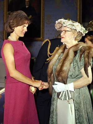 """Jacqueline Kennedy greeting guests at the White House. One of these people has good style, the other, """"unique."""": Greeting Guest, Jackie Kennedy, White Houses, Kennedy'S Camelot, Camelot Kennedy'S, Jackie O', Jacqueline Kennedy, Kennedy Onassis, Kennedy Greeting"""