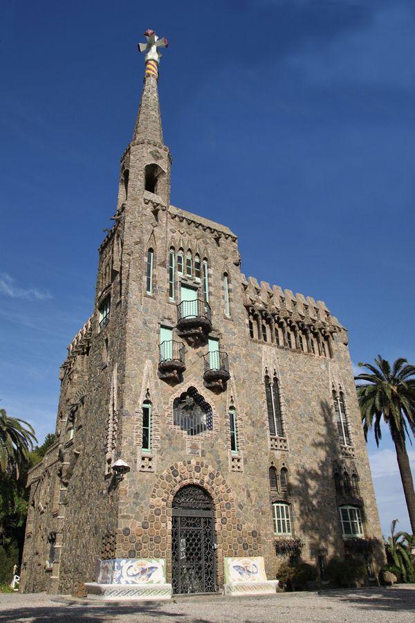 Facciata della Torre Bellesguard (Barcellona).