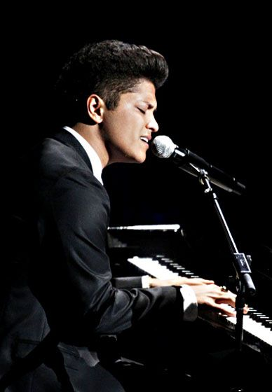 This man is just so amazing, so talented, what a phenomenal musician.