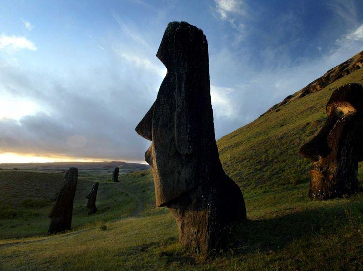 statue Moai dell'Isola di Pasqua.