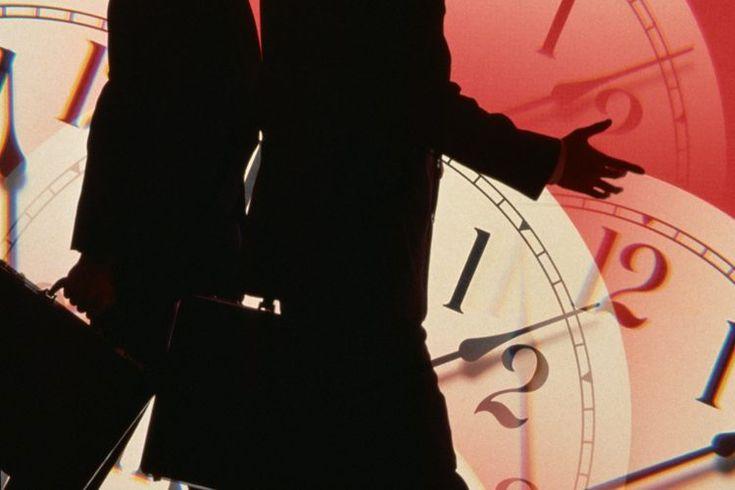 Las mejores formas para superar el jet lag. Nunca es divertido lidiar con el jet lag; esa sensación de flojera y cansancio que muchas personas experimentan después de viajar por varias horas fuera de sus zonas horarias. El jet lag ocurre porque el reloj interno de tu cuerpo, o ritmo circadiano, no ...