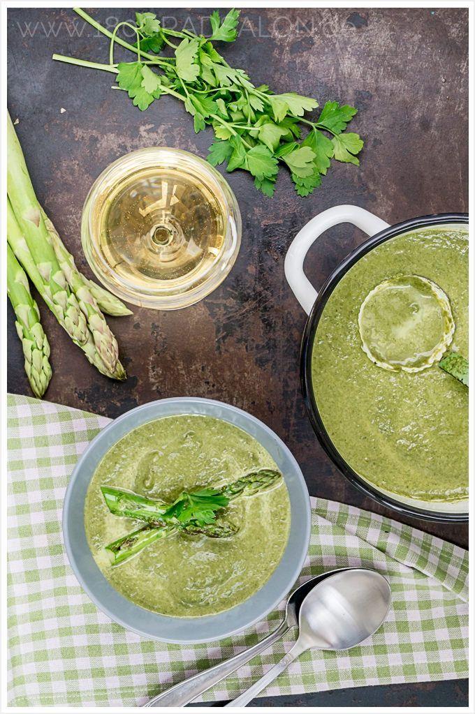 Rezept für leckere Kohlrabi Spinat Suppe mit gebratenem grünen Spargel auch für den Thermomix. Mit einer passenden Weinempfehlung.