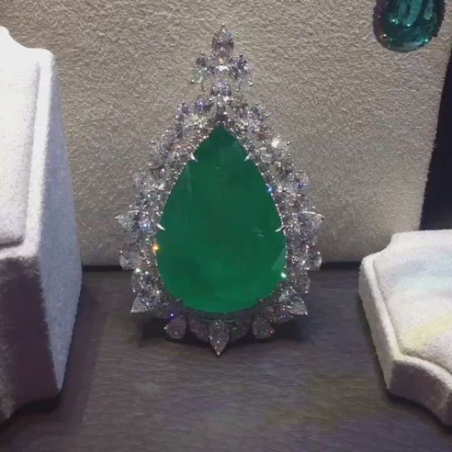 #diamond #emerald #necklace / If you want watch video follow us instagram