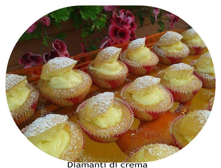 INGREDIENTI  200 g di farina 250 g di olio di semi 250 g di zucchero 5 uova 2cucchiaini di lievito o meta bustina buccia di limone Succo ...