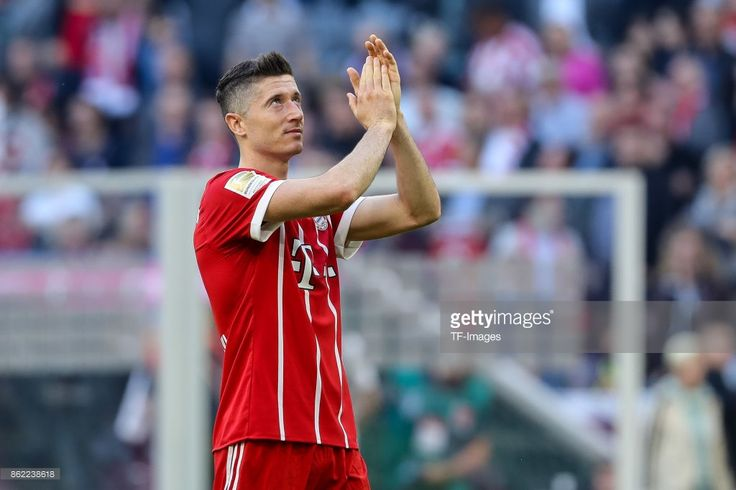 Robert Lewandowski of Bayern Muenchen looks on during the Bundesliga soccer match between FC Bayern Munich and SC Freiburg at Allianz Arena in Munich, Germany on October 14, 2017. (Photo by TF-Images/TF-Images via Getty Images)