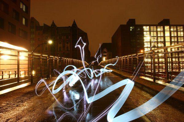 Google Image Result for http://www.thecoolist.com/wp-content/uploads/2010/04/lichtfaktor-light-graffiti_4.jpg