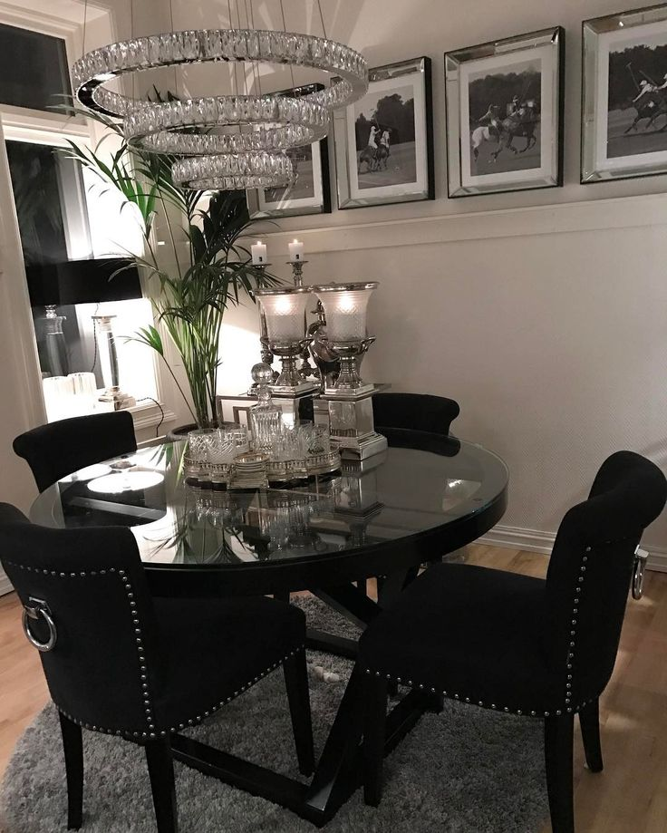 Ny lampe på plass over spisestuen Ha en fantastisk helg fine følgere, jeg tar med meg lillesøster og reiser på fjellet til @annasrom ☃️❄️ #bymads #bymadsmagazine #madsmolvik #interiør #inredning #dekor #decor #design #interior #interiordesign #spisestue #diningroom #lamp #chandelier #lamp #flower #kitchen #kjøkken