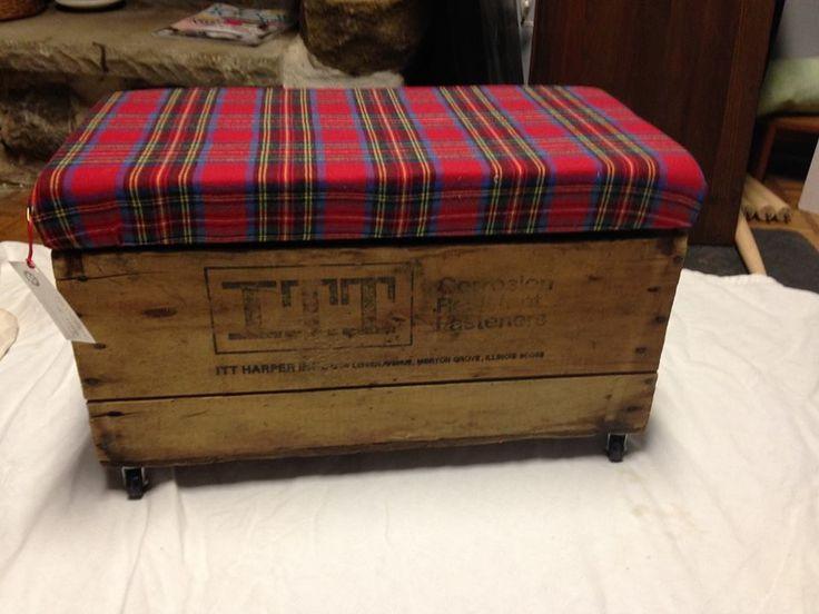 17 meilleures id es propos de pouf de caisse sur pinterest stockage fab - Caisse en bois sur roulettes ...