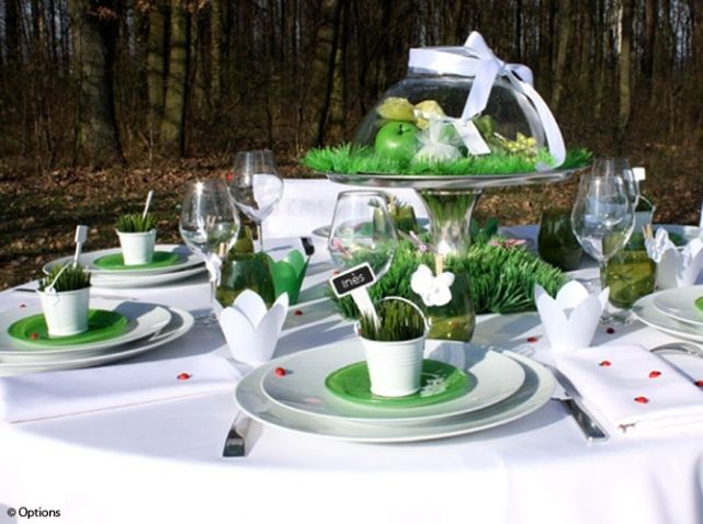 Table mariage nature vert options art de la table en for Idee deco table en bois