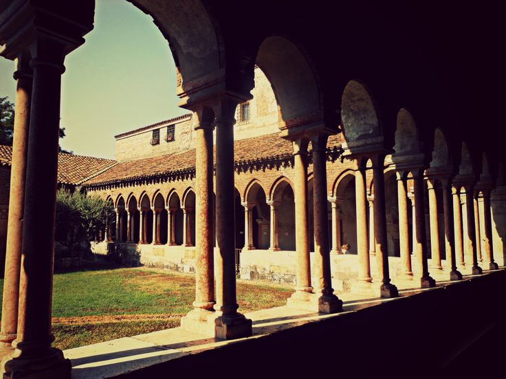 San Zeno, cortile interno