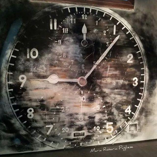 Orologio dipinto su parete wallpaper