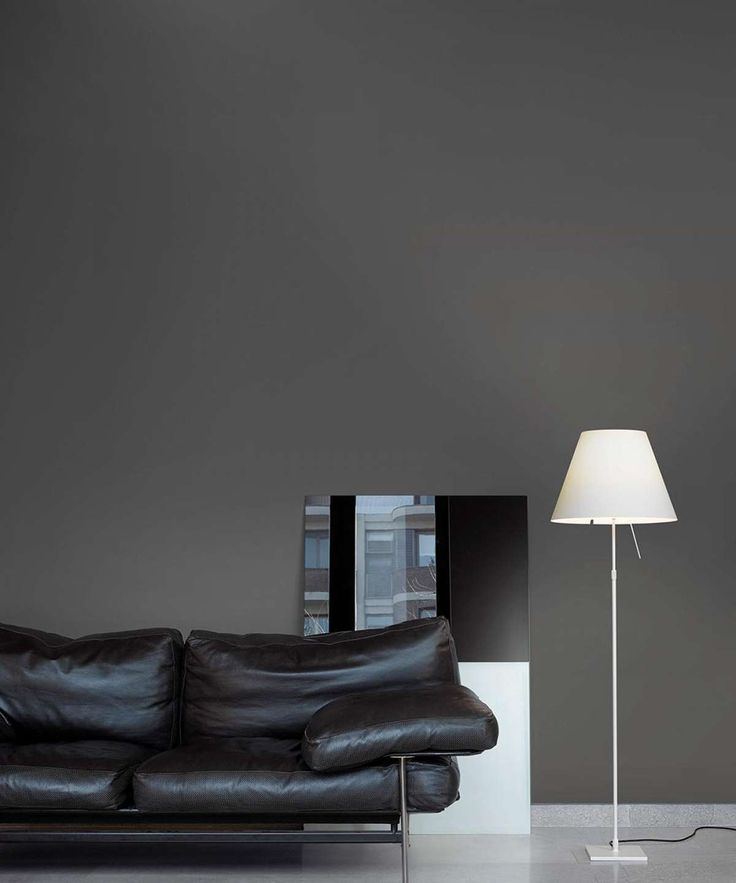 Ethereal and essential, this lamp fits into any setting with nonchalance. Costanza is an archetypal example of modern elegance