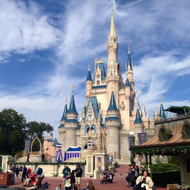 5 tips for pulling off a last-minute trip to Disney. These are FANTASTIC tips from a mom who did it in just 4 days!