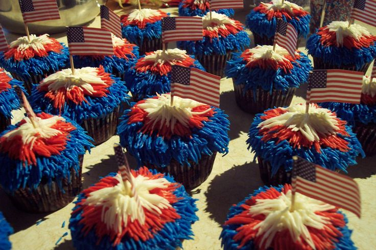 fourth of july food | fourth of july cupcakes | Cheesecake Queen Gourmet Food Blog